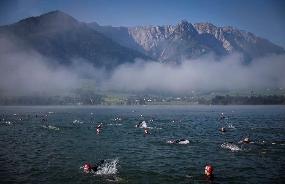 Walchsee mit schwimmern und nebel