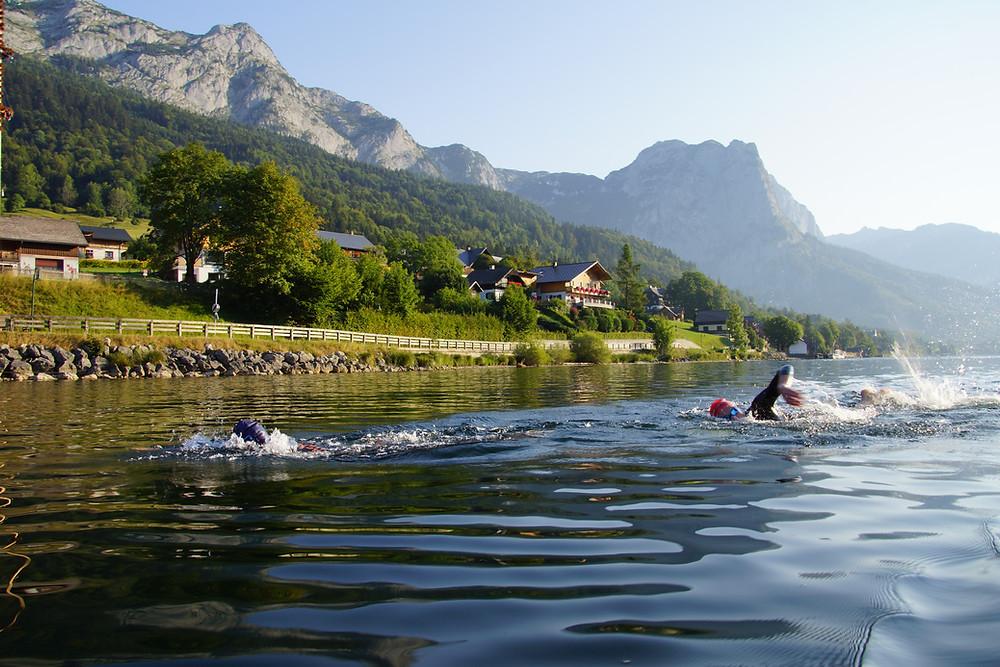 Sonne am Grundlsee mit SchwimmerInnen