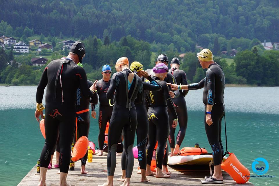 Neopren Test schwimmen - Schwimmer und schwimmerinnenim Fuschlsee in Österreich