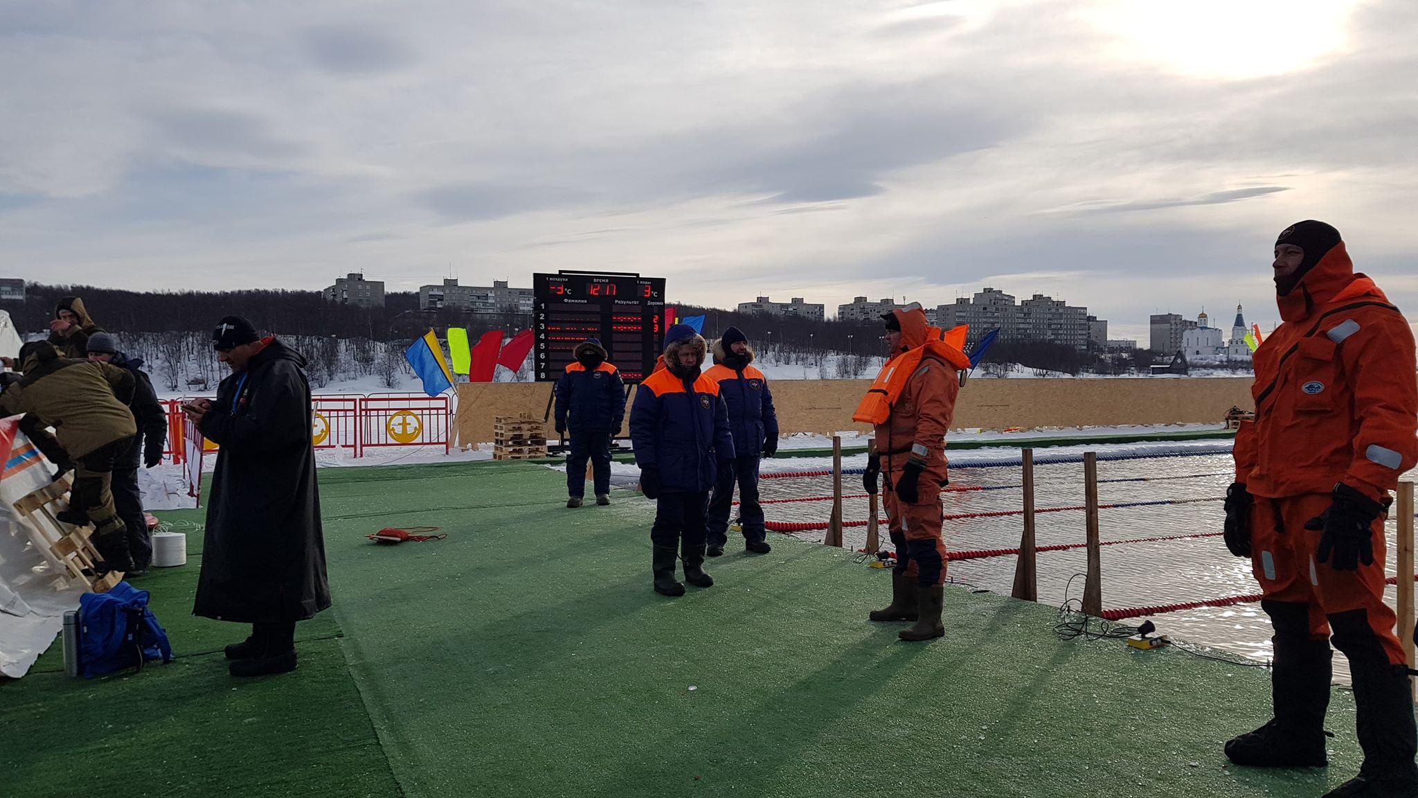 Das Wettkampfbecken bei den Eisschwimm Weltmeisterschaften in Murmansk Russland