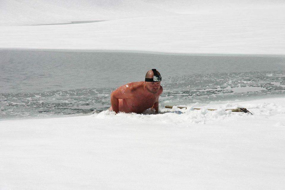 Josef Köberl beim Eisschwimmen