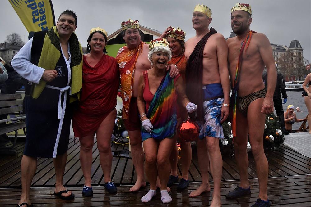 samichlaus schwimmen in zürich menschengruppe
