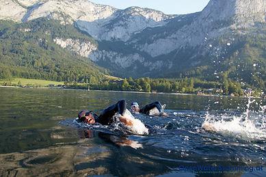 Schwimmer im Grundlsee in der Steiermark