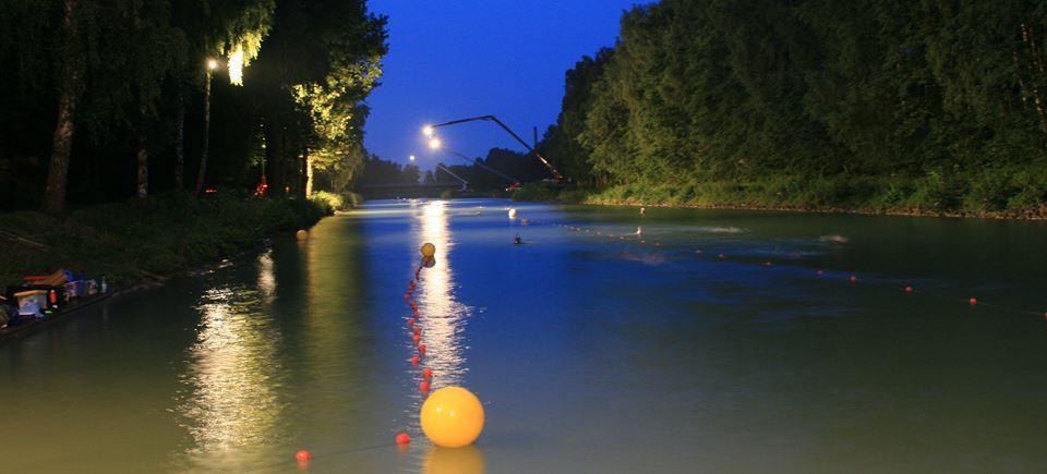 Münster Day & Night 24 Stunden Schwimmen Nachtaufnahme mit FLutlicht