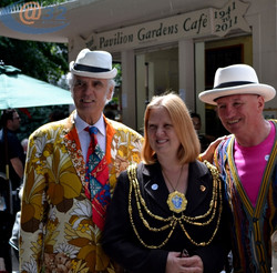 Anne Meadows Mayor with Max lookalikes.jpg