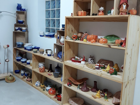 Un espace d'exposition vous attend à l'atelier Terraline poterie