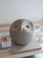 Sculpture d'un hibou en grès.jpeg