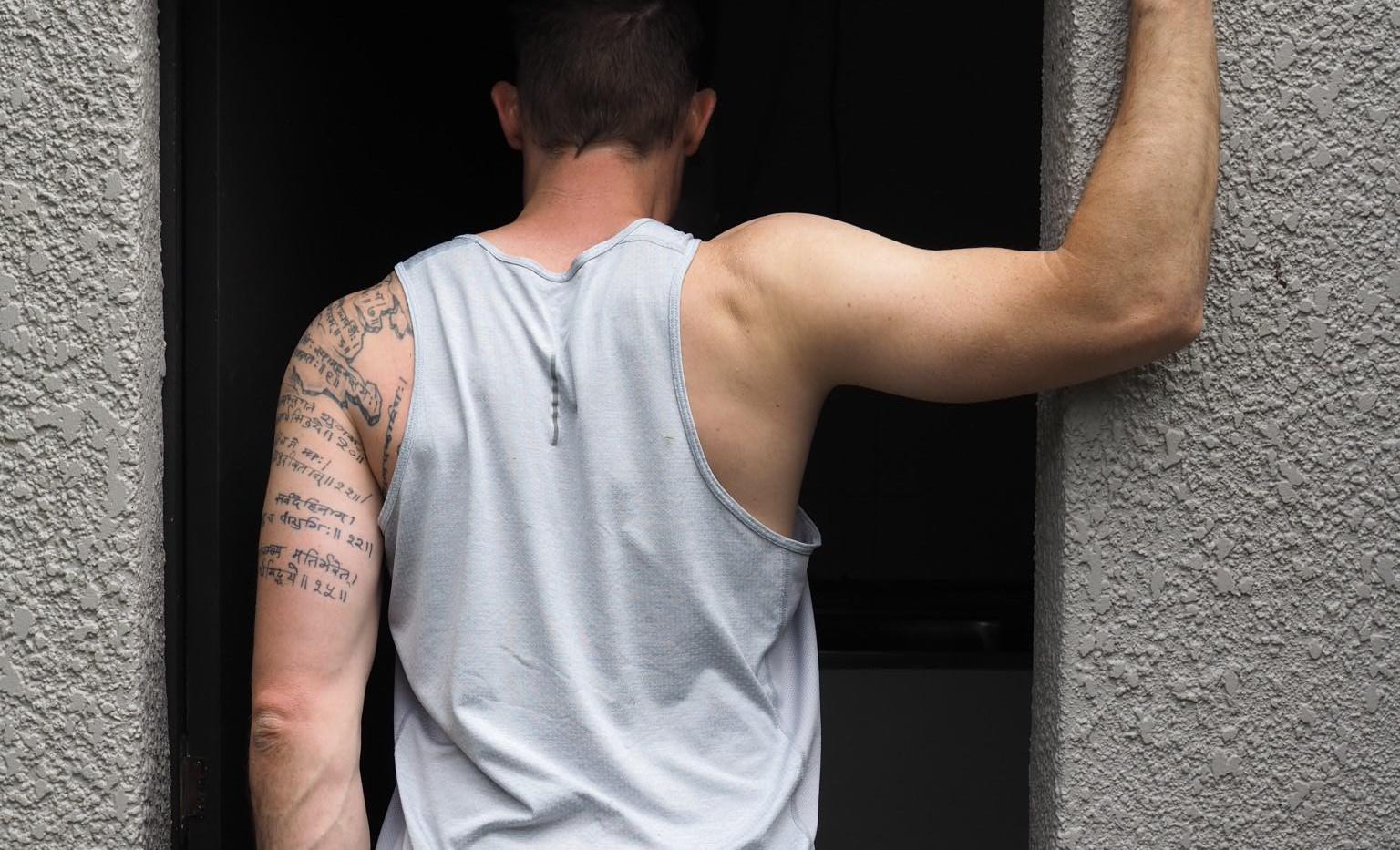 Doorway single chest stretch