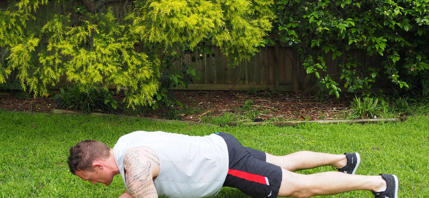 Plank one arm lift 1