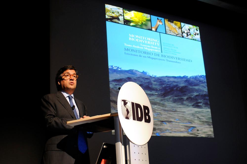 Luis Alberto Moreno, presidente del InterAmerican Development Bank realizando la apertura del evento (Foto: SCBI)