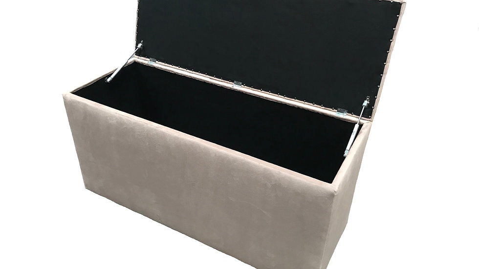 Deep Buttoned Blanket Box