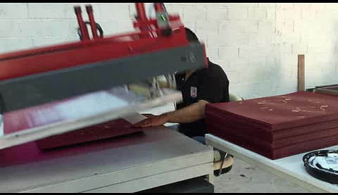 Otomatik Flok Makinası. Kağıt, davetiye, strafor flok baskı