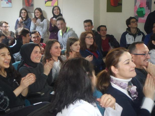 Mutlu kalabalıklar