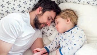 IL PAPA' NEL SONNO DEI BAMBINI PERCHE' LI AIUTA A DORMIRE MEGLIO