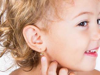 Parola alla farmacista: orecchini sì o no?