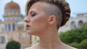 «Mare e batucada», il nuovo video della cantante molfettese Serena De Bari