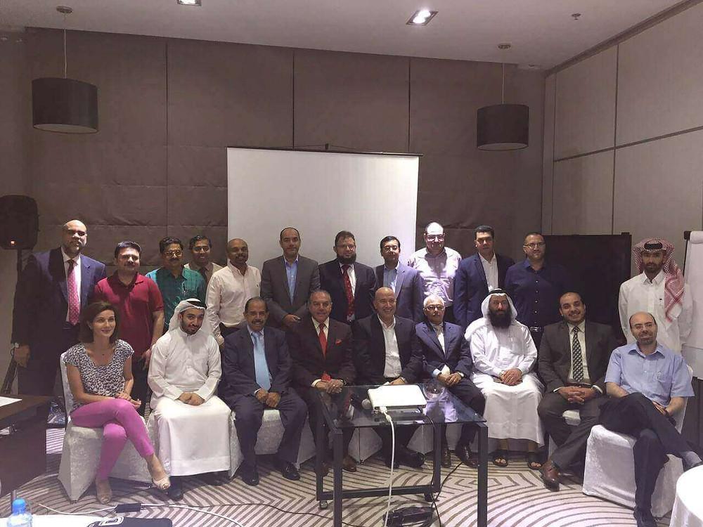 الدكتور مازن سنجاب أحد المؤسّسين لنادي أطباء العيون البحريني في البحرين، وقد ساهم الدكتور مازن سنجاب بعدة محاضرات خلال الندوة التأسيسية الأولى.