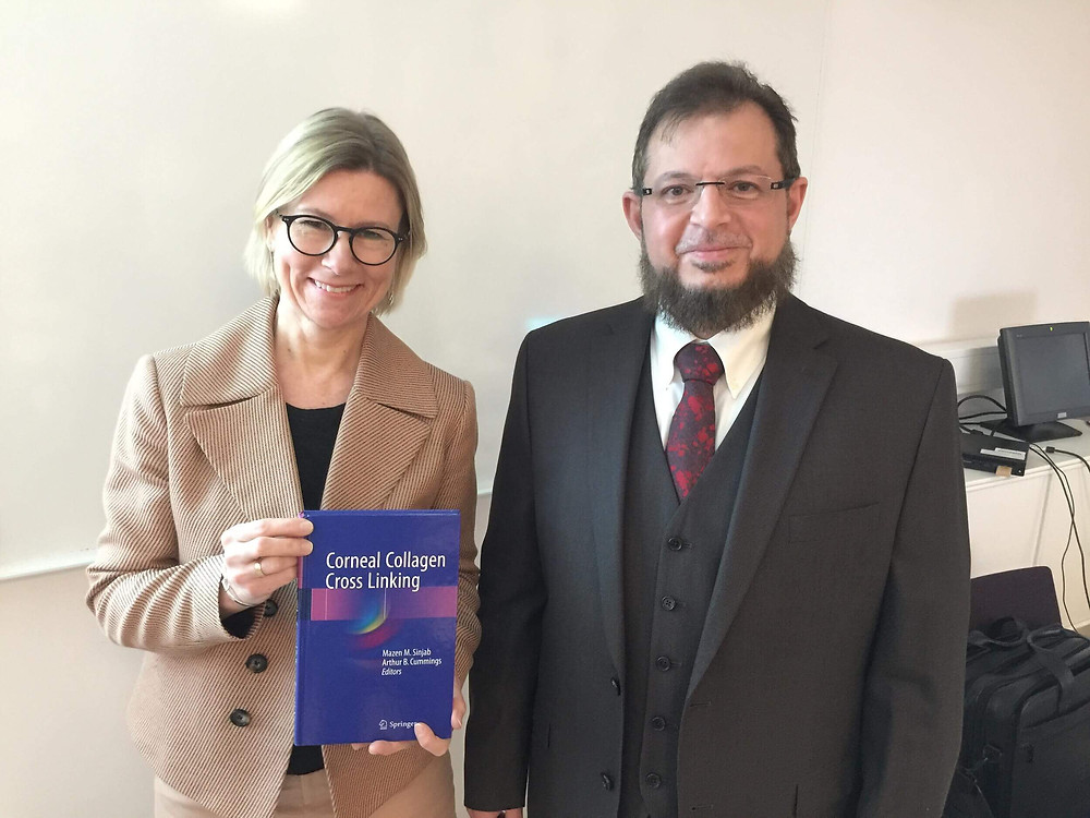 الدكتور مازن سنجاب يهدي نسخاً من كتبه لجامعة غوتنبرغ في السويد
