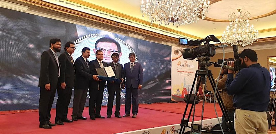 As a guest speaker, Dr. Mazen Sinjab was officially invited by the Pakistan Society of Ophthalmology. Dr. Mazen Sinjab participated in a number of scientific activities and he received a special award during the Conference in Karachi.