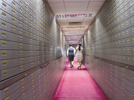 What legal knowledge do we need to pay attention to when using the safe deposit box?