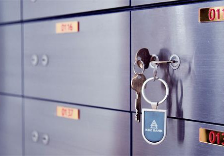 Why is it illegal to store cash in a safe deposit box?