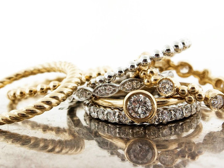 Why should jewelry be kept in a safe deposit box?