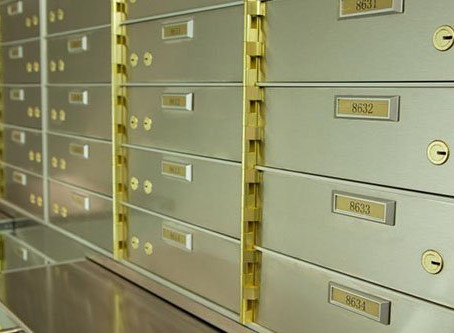 Should I buy mechanical safe deposit box or self-service safe deposit lockers?