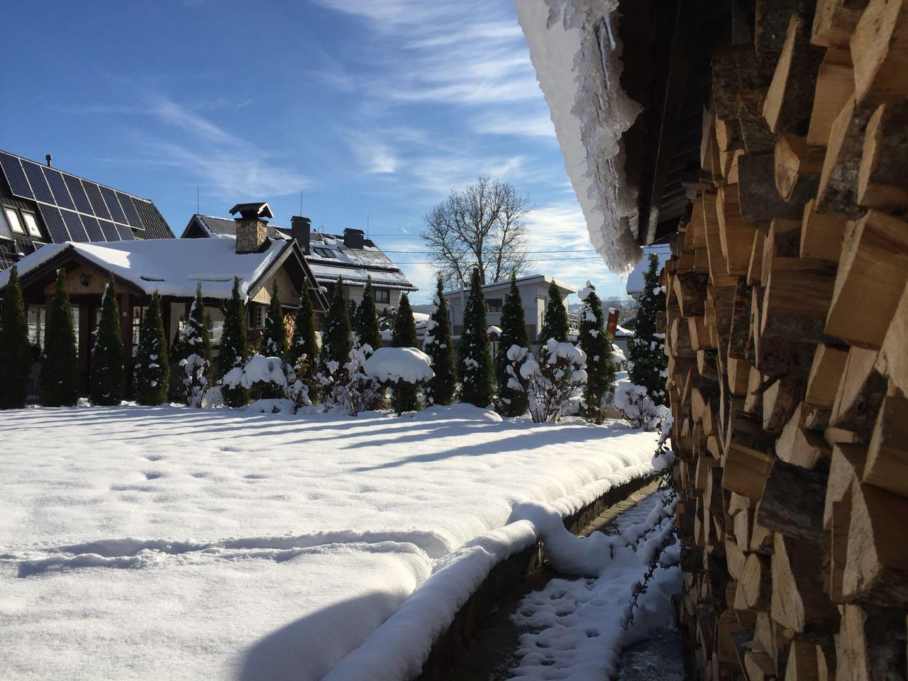 Дом в горах зимой