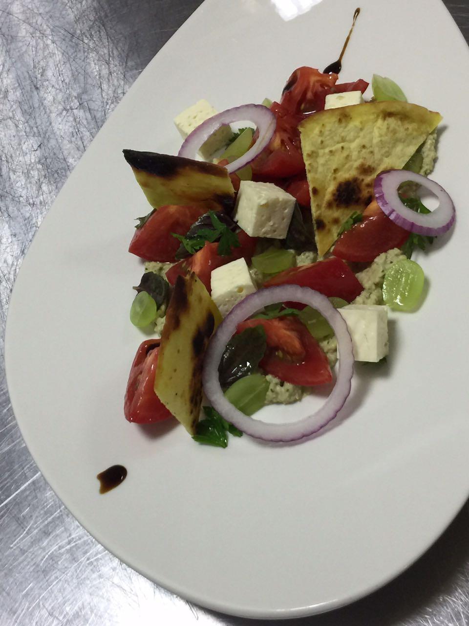 Салат с томатами