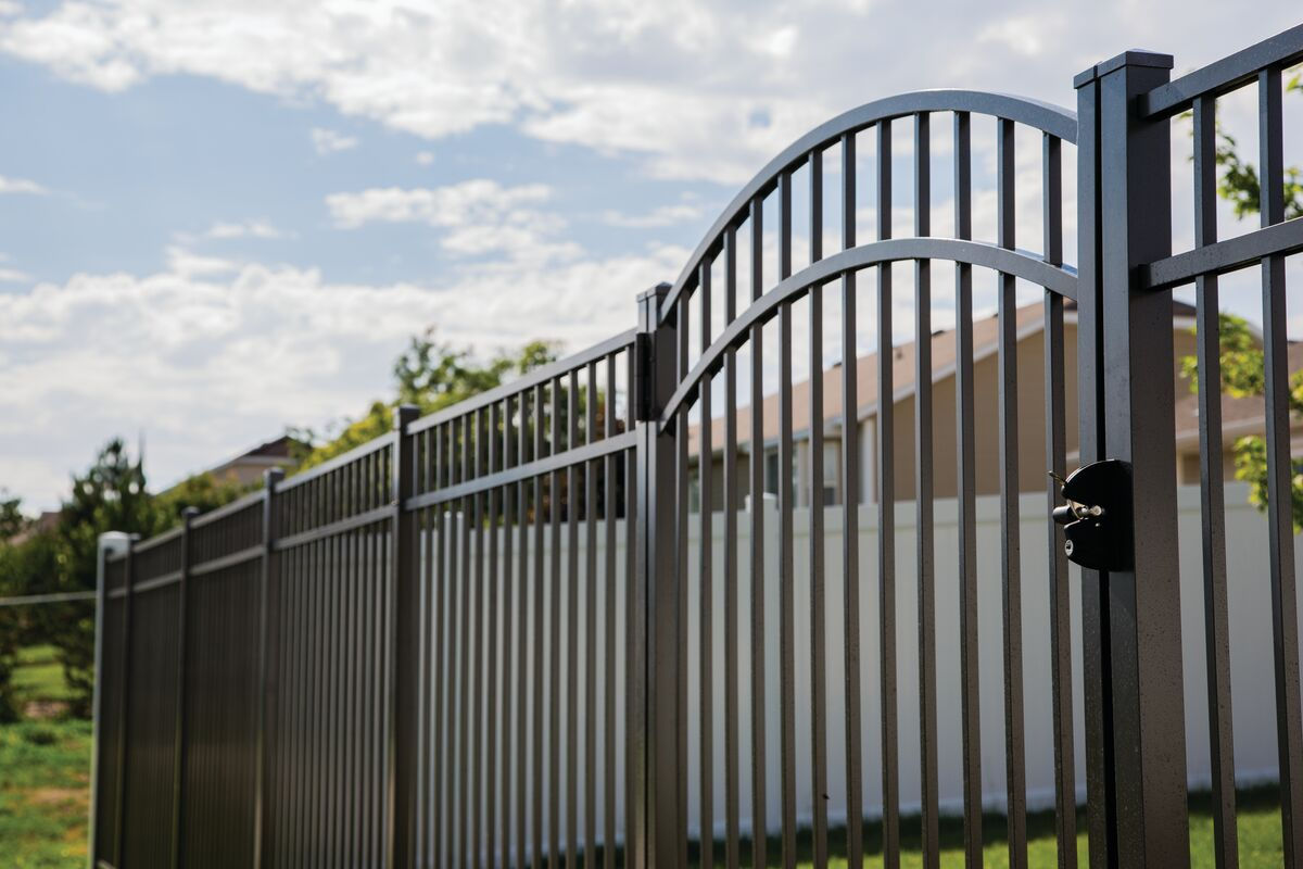 Modern aluminum fence in Westchester Conty, NY