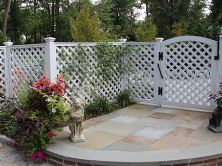 How to Build a Fence That Brightens an Outdoor Living Space in Morris County and Bergen County, NJ