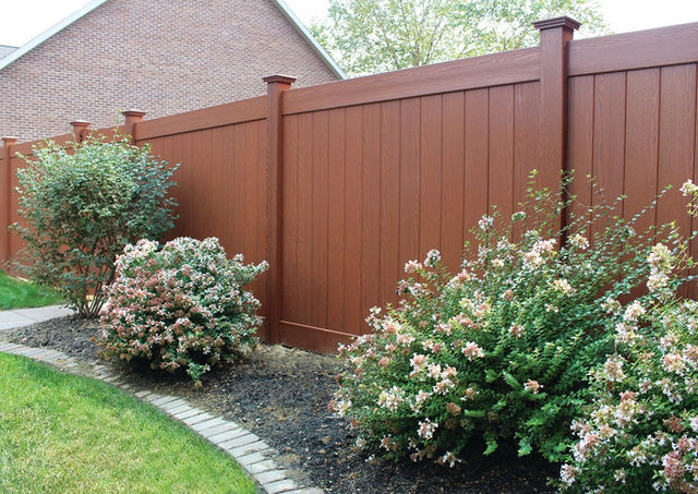 Modern vinyl fence in Rockland County, NY