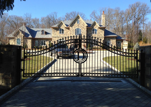 Custom fence with automatic gate opener in Essex Fells, NJ