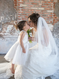 tara-marie-kiss-shot-bride-and-niece.jpg