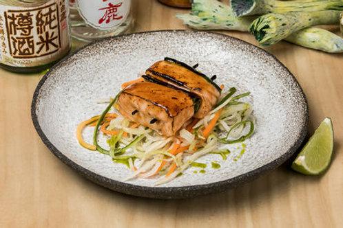 Спайси тунец с лапшой из овощей