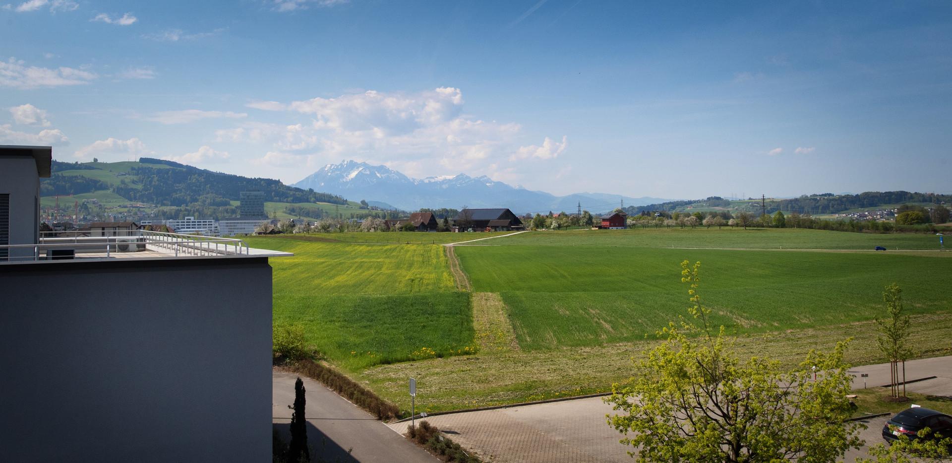 Blick Richtung Luzern und Pilatus  /  View towards Lucerne and Pilatus