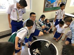 นักเรียนแข่งขันหุ่นยนต์ซูโม่
