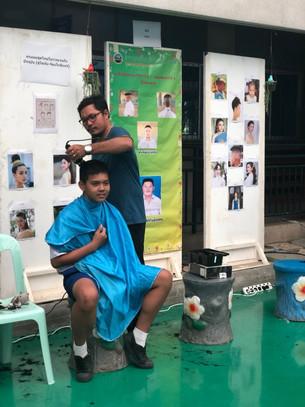 สาธิตการตัดผม