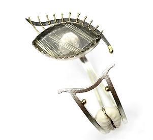 6 La tête et la queue Bracelet-sculpture