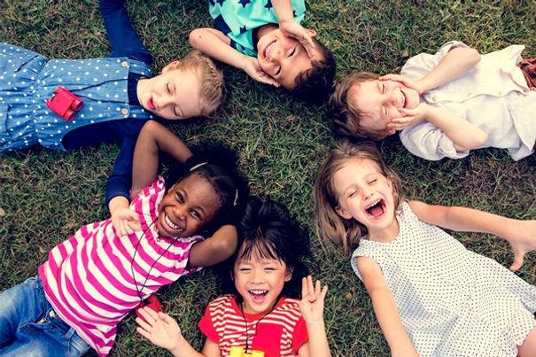 Resultado de imagem para criancas brincando ferias