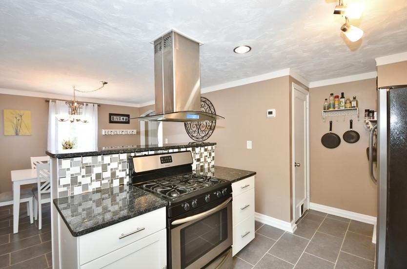 Open kitchen & dining area!