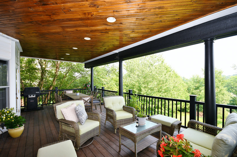 Amazing deck with gas grill included!