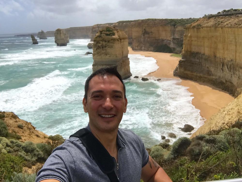 the 12 apostles in Australia. Photo by Magno Barros