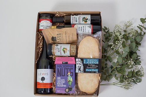 The Entertainers Hamper with Shiraz