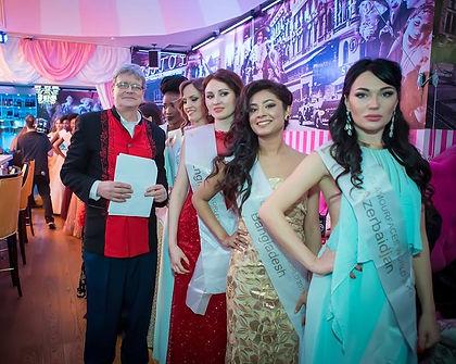 Guenter Weig mit Contestants