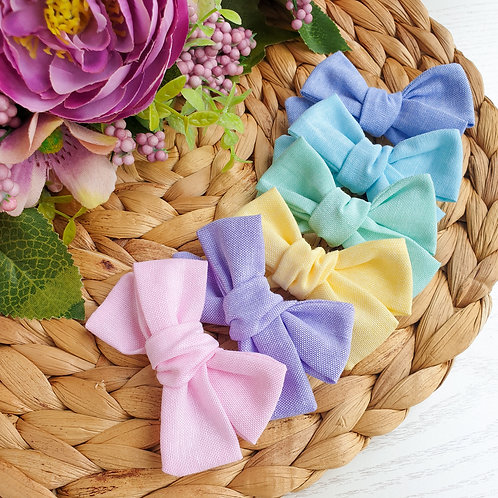 Pastel Handtied or Pinch Bow