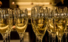champagne-glasses-top-hd-wallpapers-2560