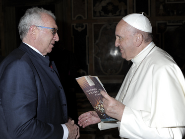 Father Peter Carroll Meets the Pope