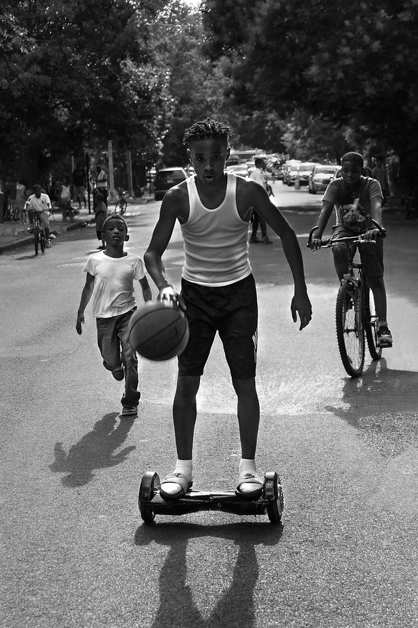 Boys playing - Running in Brooklyn street - NY - Black and white photography