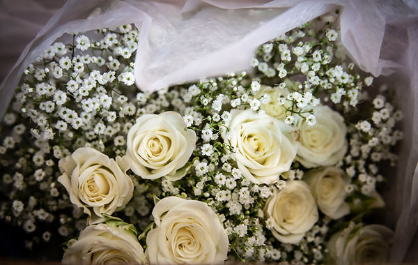 Wedding flowers - Wedding photography - Wedding photographer - Backyard wedding
